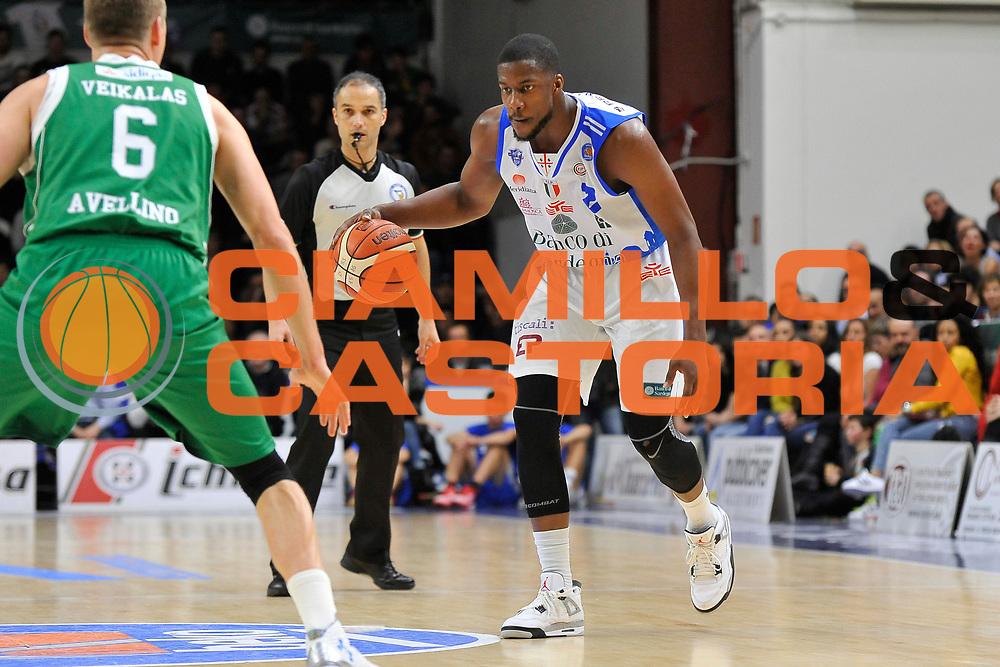 DESCRIZIONE : Beko Legabasket Serie A 2015- 2016 Dinamo Banco di Sardegna Sassari - Sidigas Scandone Avellino <br /> GIOCATORE : Tony Mitchell<br /> CATEGORIA : Palleggio<br /> SQUADRA : Dinamo Banco di Sardegna Sassari<br /> EVENTO : Beko Legabasket Serie A 2015-2016 <br /> GARA : Dinamo Banco di Sardegna Sassari - Sidigas Scandone Avellino <br /> DATA : 28/02/2016 <br /> SPORT : Pallacanestro <br /> AUTORE : Agenzia Ciamillo-Castoria/C.Atzori
