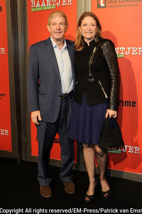Premiere theatervoorstelling Baantjer in het De LaMar theater, Amsterdam.<br /> <br /> Op de foto:  Frits Barend en dochter Kim