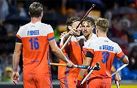 AMSTELVEEN - Bob de Voogd (Ned) heeft gescoord en viert het met Mirco Pruyser (Ned), Bjorn Kellerman, , Mink van der Weerden (Ned). Nederland-Spanje (heren) bij de Rabo EuroHockey Championships 2017.  COPYRIGHT KOEN SUYK