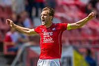 UTRECHT - 28-05-2017, FC Utrecht - AZ, Stadion Galgenwaard, FC Utrecht speler Willem Janssen juicht nadat hij de 1-0 heeft gescoord, juichen