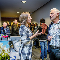Nederland, Den Haag, 18 januari 2017.<br />Een bus vol met leden van vereniging Behoud de Parel uit Grubbenvorst reist af naar Den Haag. Daar wonen ze een zitting bij de Raad van State bij tegen de komst van de megastal NGB in Grubbenvorst.<br />Op de foto: Partijleider Marianne thieme van Partij voor de Dieren in gesprek met Andre Vollenberg, voorzitter van Behoud de Parel samen in gesprek voor aanvang van de zitting.<br /><br /><br /><br /><br />Foto: Jean-Pierre Jans