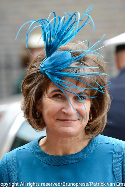 Prinsjesdag 2013 - Aankomst Parlementari&euml;rs bij de Ridderzaal op het Binnenhof.<br /> <br /> Op de foto: Lilianne Ploumen - Minister voor Buitenlandse Handel en Ontwikkelingssamenwerking