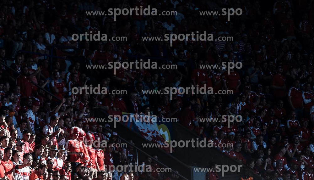 15.06.2016, Parc de Princes, Paris, FRA, UEFA Euro, Frankreich, Rumaenien vs Schweiz, Gruppe A, im Bild Schweizer Fanblock // Swiss Supporters during Group A match between Romania and Switzerland of the UEFA EURO 2016 France at the Parc de Princes in Paris, France on 2016/06/15. EXPA Pictures © 2016, PhotoCredit: EXPA/ JFK