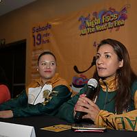 Toluca, México (Octubre 11, 2016).- Esmeralda Moreno Boxeadora universitaria  durante el anuncio la carrera atlética Night Race All You Need Is Run, que se realizara el 19 de noviembre, con el fin de obtener fondos para beca a más universitariosque organiza la Fundación UAEMéx.  Agencia MVT / Crisanta Espinosa.