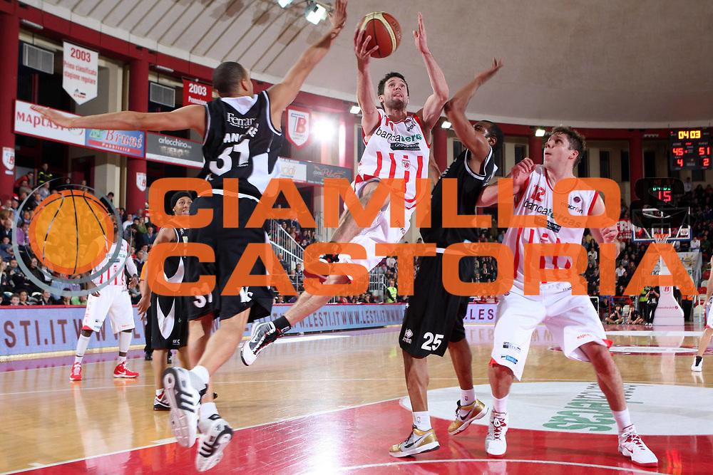 DESCRIZIONE : Teramo Lega A 2009-10 Bancatercas Teramo Carife Ferrara<br /> GIOCATORE : Drake Diener<br /> SQUADRA : Bancatercas Teramo<br /> EVENTO : Campionato Lega A 2009-2010 <br /> GARA : Bancatercas Teramo Carife Ferrara<br /> DATA : 31/01/2010<br /> CATEGORIA : penetrazione tiro<br /> SPORT : Pallacanestro <br /> AUTORE : Agenzia Ciamillo-Castoria/E.Castoria<br /> Galleria : Lega Basket A 2009-2010 <br /> Fotonotizia : Teramo Lega A 2009-10 Bancatercas Teramo Carife Ferrara<br /> Predefinita :