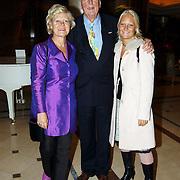 Modeshow Sheila de Vries 2004, Ary Haspels met partner Cecile Kenters en dochter