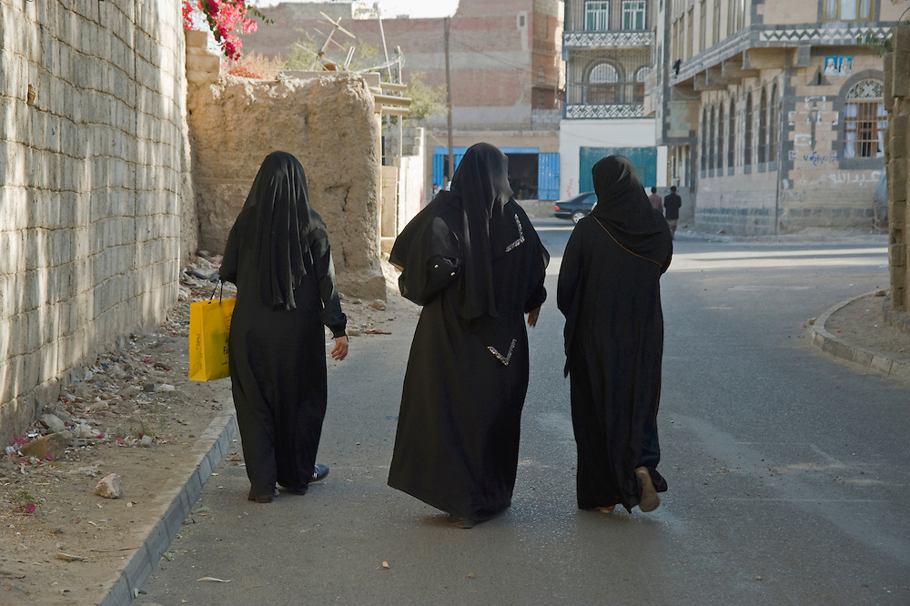 Mariam, Hafitha and Hiba in Sana'a street, looking for a taxi..They are going to the wedding of their cousin.