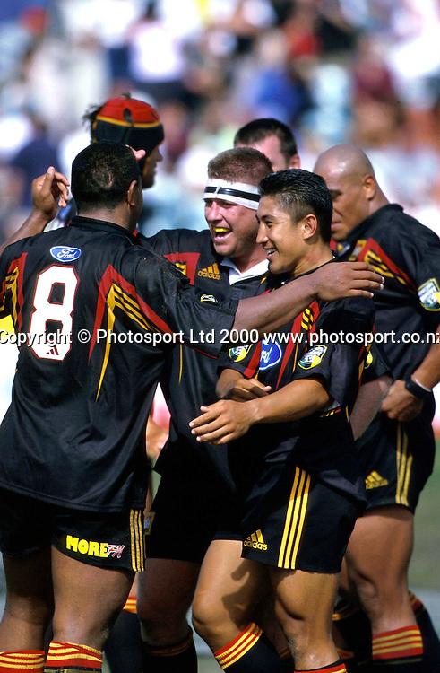 Chiefs celebrate, Super 12, Rugby Union, 2000. Photo: PHOTOSPORT