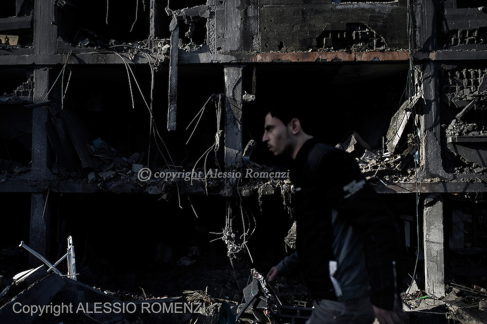 Gaza City: Palestinians salvage for belongings from their destroyed houses following overnight Israeli air strikes on the village of Beit Lahia in the northern Gaza Strip . November 18, 2012. ALESSIO ROMENZI
