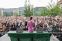 19 JUL 2019, BERLIN/GERMANY:<br /> Greta Thunberg, Klimaschutzaktivistin aus Schweden, haelt eine Rede auf einer Demonstration von Schuelern und Jugendlichen fuer einen besseren Schutz des Klimas, Invalidenpark<br /> IMAGE: 20190719-01-040<br /> KEYWORDS: Demo, Protest, Klimaschutz, Klimawandel, Schüler, climate, speech