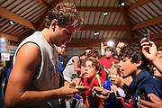 DESCRIZIONE : Bormio Raduno Collegiale Nazionale Maschile Amichevole Italia Polonia <br /> GIOCATORE : Tifosi Stefano Mancinelli Autografi <br /> SQUADRA : Nazionale Italia Uomini Italy <br /> EVENTO : Raduno Collegiale Nazionale Maschile <br /> GARA : Italia Polonia Italy Polonia <br /> DATA : 29/07/2008 <br /> CATEGORIA : <br /> SPORT : Pallacanestro <br /> AUTORE : Agenzia Ciamillo-Castoria/S.Silvestri <br /> Galleria : Fip Nazionali 2008 <br /> Fotonotizia : Bormio Raduno Collegiale Nazionale Maschile Amichevole Italia Polonia <br /> Predefinita :
