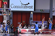 Travis Diener ultimo tiro, tiro decisivo<br /> Vanoli Cremona - Germani Leonessa Basket Brescia<br /> LegaBasket Serie A 2017/2018<br /> Cremona, 28/04/2018<br /> Foto M.Ceretti / Ciamillo-Castoria