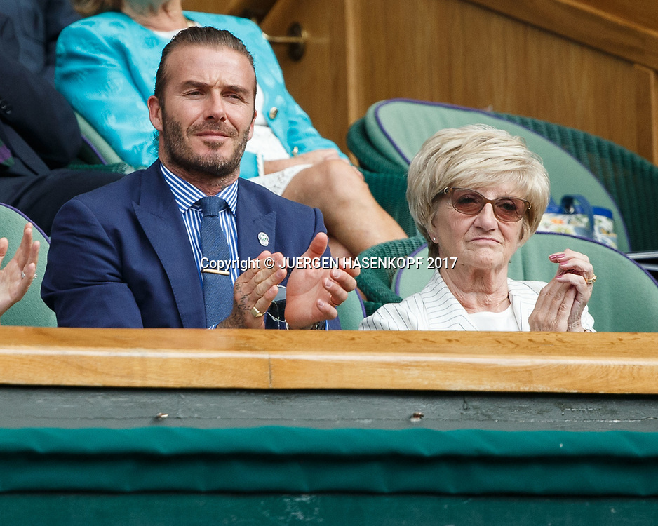 Wimbledon Feature, David Beckham und Mutter Sandra in der VIP Loge,Royal Box, Promi,<br /> <br /> Tennis - Wimbledon 2017 - Grand Slam ITF / ATP / WTA -  AELTC - London -  - Great Britain  - 7 July 2017.