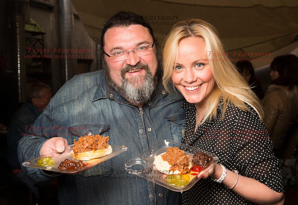 OSLO, 2014-5-08; Bokslipp på Hans Erik Dyvik Husbys kokebok. Her er han med kona Gro Skaustein.  FOTO: TOM HANSEN