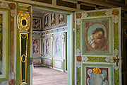 Wandgemälde, Hof Loessnitz, Radebeul bei Dresden, Sachsen, Deutschland.|.room with wall paintings, Loessnitz Manor, Radebeul near Dresden, Germany