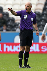 Referee Howard Webb - Photo mandatory by-line: Matt Bunn/JMP - Tel: Mobile: 07966 386802 05/04/2014 - SPORT - FOOTBALL - KC Stadium - Hull - Hull City v Swansea City- Barclays Premiership