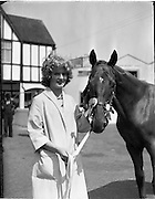 "02/08/1960<br /> 08/02/1960<br /> 02 August 1960<br /> R.D.S Horse Show Dublin (Tuesday). Miss Margaret McVeigh, Lakesideview, Carrickmannon, Co. Down with her fathers prize winning thoroughbred yearling ""Carrickmannon"" at the Dublin Horse Show."