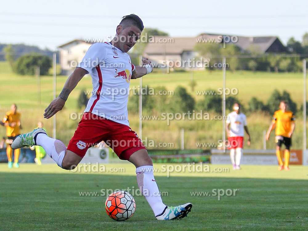 01.07.2016, Sportarena, Strasswalchen, AUT, Testspiel, FC Red Bull Salzburg vs BSC Young Boys, im Bild Jonatan Soriano (FC Red Bull Salzburg) // during a friendly football match between FC Red Bull Salzburg and BSC Young Boys at the Sportarena in Strasswalchen, Austria on 2016/07/01. EXPA Pictures © 2016, PhotoCredit: EXPA/ Roland Hackl