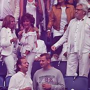 NLD/Amsterdam/20100522 - Concert Toppers 2010, Netty van der Veer begroet Rosamarie Giesen van der Sluis en partner Ernst Daniel Smid