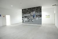 PORTO-09 DEZEMBRO:VIP AREA WHIT FAMOUS PHOTO OF MADJER GOAL IN JAPAN, Est‡dio do Drag‹o, que alberga a equipa do F.C.Porto e o EURO 2004, 09/12/03  no est‡dio do Drag‹o.<br />(PHOTO BY: AFCD/JOSƒ GAGEIRO)