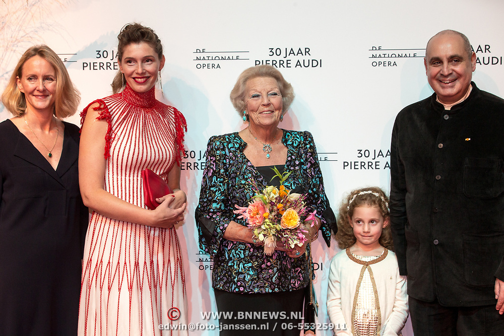 NLD/Amsterdamt/20180930 - Prinses Beatrix bij voorstelling 30 jaar Pierre Audi en De Nationale Opera, Prinses Beatrix met Pierre Audi en familie