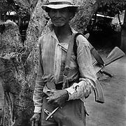 "ALBERTO FLORES MURILLO MILICIANO DEL ASENTAMIENTO COOPERATIVA "" ULISES RODRIGUEZ RUGAMA"",  ESTELI . NICARAGUA .1985 ."