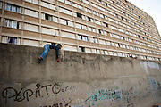Kalliste, one of the poorest districs in the city of Marseilles, used as a basis for drug trafficking on a large scale, leading to murders among groups of competing dealers. 19 people were shot dead in drugs related killings in 2012, mainly with Kalachnikovs...Kalliste est une des cités les plus pauvres dans la ville, utilisée comme une base pour le trafic de drogue à grande échelle, conduisant à des reglements de compte par des groupes de dealers concurrents....Jongen voor de flat H in de wijk Kalliste, Marseille. Kalliste in één van de armste flatwijken in de stad, en wordt gebruikt als basis voor grootschalige drugshandel...Kalliste est une des cités les plus pauvres dans la ville, utilisée comme une base pour le trafic de drogue à grande échelle, conduisant à des reglements de compte par des groupes de dealers concurrents....Jongen voor de flat H in de wijk Kalliste, Marseille. Kalliste in één van de armste flatwijken in de stad, en wordt gebruikt als basis voor grootschalige drugshandel.