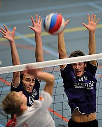 18-02-2012 VOLLEYBAL: TAUW GEMINI S - VOCASA: HILVERSUM<br /> B League heren, VoCASA wint vrij eenvoudig in Hilversum 22-25, 20-25, 22-25 / (L-R) Tim van de Vorle, Tim Konings<br /> ©2012-FotoHoogendoorn.nl