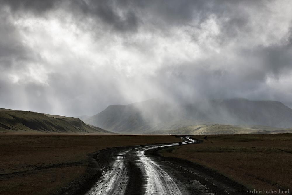 Kringla on route Dómadalsleið, Fjallabak Nature Reserve, Interior of Iceland. Kringla er svæði á Dómadalsleið, að mestu gróið og kringlulaga og umgirt fjöllum. Sléttan, sem er allvel gróin, er í 590 m hæð yfir sjó og fjöllin umhverfis í u.þ.b. 1000 m hæð.
