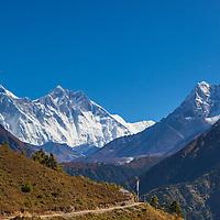 Himalayan higway. Everst, Lohtse and Ama Dablam.