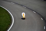 Op de RDW baan bij Lelystad test het Human Powered Team Delft en Amsterdam de nieuwe recordfiets , de VeloX3. Met de speciale ligfiets wil het team dat bestaat uit studenten van de TU Delft en de VU Amsterdam het wereldrecord fietsen verbreken. Dat staat nu op 133 km/h.<br /> <br /> At the RDW test track near Lelystad the Human Powered Team Delft and Amsterdam test the new record bike, the VeloX3. With the special recumbent bike the team, consisting of students of the TU Delft and the VU Amsterdam, wants to set a new world record cycling. The current speed record is 133 km/h.
