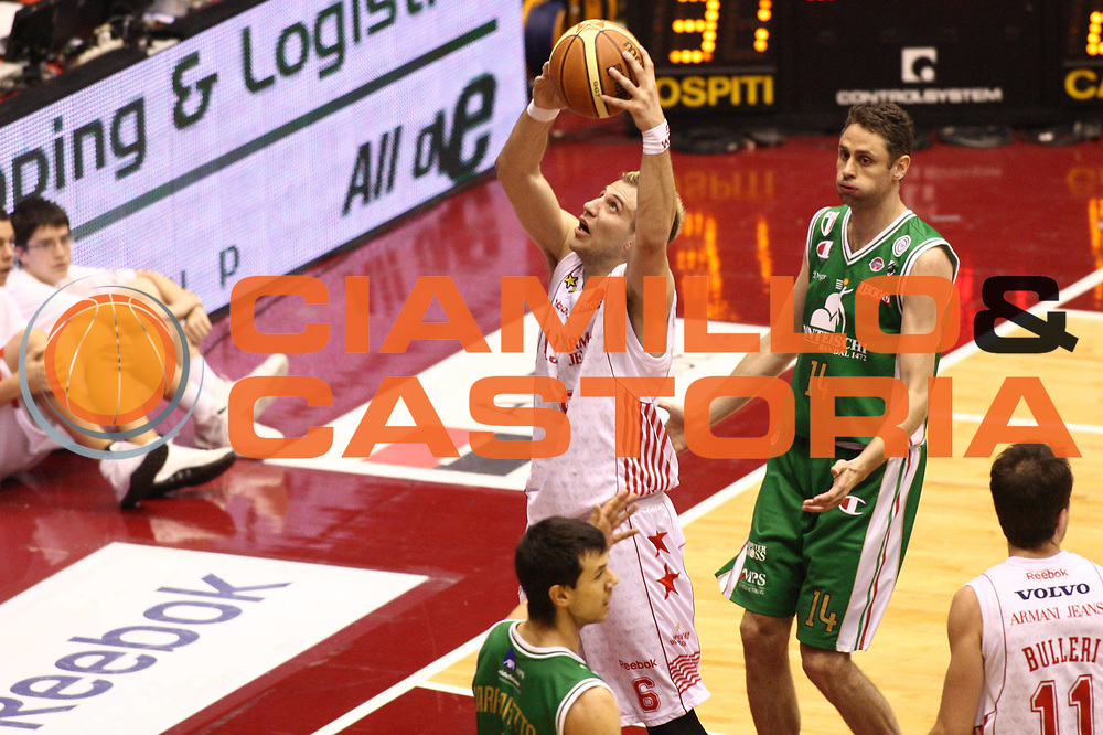 DESCRIZIONE : Milano Lega A 2009-10 Playoff Finale Gara 4 Armani Jeans Milano Montepaschi Siena<br /> GIOCATORE : Stefano Mancinelli<br /> SQUADRA : Armani Jeans Milano<br /> EVENTO : Campionato Lega A 2009-2010 <br /> GARA : Montepaschi Siena Armani Jeans Milano<br /> DATA : 19/06/2010<br /> CATEGORIA : Tiro<br /> SPORT : Pallacanestro <br /> AUTORE : Agenzia Ciamillo-Castoria/GiulioCiamillo<br /> Galleria : Lega Basket A 2009-2010 <br /> Fotonotizia : Milano Lega A 2009-10 Playoff Finale Gara 4 Armani Jeans Milano Montepaschi Siena<br /> Predefinita :