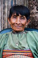 Retrato de Florentina Preciado.  La  isla de Ustupu, perteneciente a la comarca indígena  Guna Yala,  forma parte del archipiélago de 365 islas a lo largo de la costa caribe noreste de Panamá..En Ustupu se genero la  Revolución Guna  en 1925, en la que los indígenas Gunas se defendieron ante las autoridades panameñas, que obligaban a los indígenas a occidentalizar su cultura a la fuerza. los Gunas con el aval del gobierno panameño, crearon un territorio autónomo llamado comarca indígena de Guna Yala, para garantizar la seguridad de la población y cultura Guna..(Ramón Lepage).