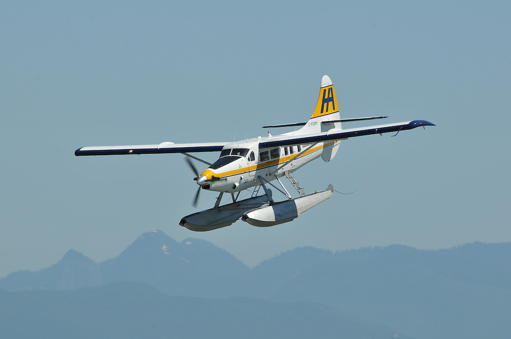 Harbour Air Turbo Otter makes a steep approach