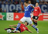 Fotball<br /> Tyskland<br /> 26.04.2011<br /> Foto: Witters/Digitalsport<br /> NORWAY ONLY<br /> <br /> v.l. Park Ji-Sung, Alexander Baumjohann (Schalke)<br /> Champions League, Halbfinale Hinspiel, FC Schalke 04 - Manchester United