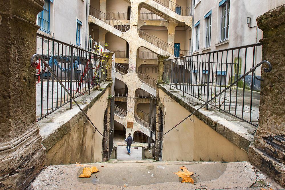 """La traboule des Voraces du quartier de la Croix-Rousse // Typical inner courtyard called : """" La traboule des Voraces"""" of La Croix-Rousse area"""