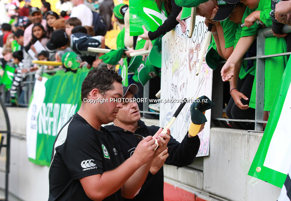 Jesse Ryder signs autographs. New Zealand Black Caps v Pakistan, ODI Cricket. Match 1, Westpac Stadium, Wellington, New Zealand. Saturday 22 January 2011. Photo: Andrew Cornaga/photosport.co.nz