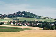 Felder, Landschaft mit Feste Otzberg, Odenwald, Naturpark Bergstraße-Odenwald, Hessen, Deutschland   landscape with Otzberg castle, Odenwald, Hesse, Germany