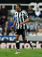Fotball<br /> UEFA Cup 2004/2005<br /> Foto: BPI/Digitalsport<br /> NORWAY ONLY<br /> 04.11.2004<br /> <br /> Newcastle v Dinamo Tblisi<br /> <br /> Jermaine Jenas is handed the honour of the captain's armband after Alan Shearer was substituted