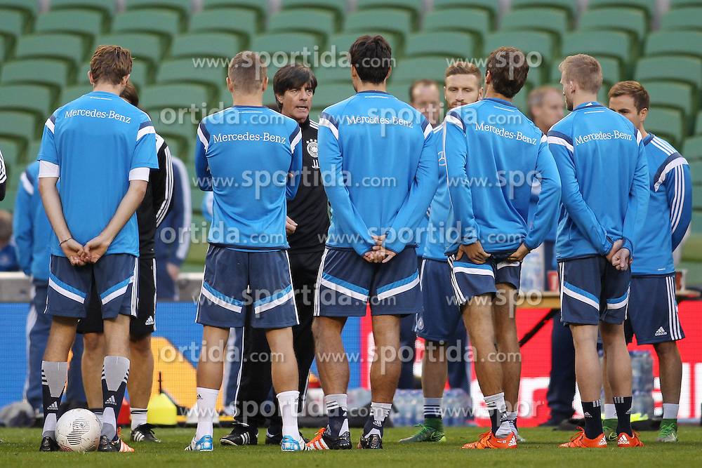 07.10.2015, Avia Stadium, Dublin, IRL, UEFA Euro Qualifikation, Training Deutschland, Irland vs Deutschland, im Bild Bundestrainer Joachim &quot;Jogi&quot; Loew bei einer Mannschaftsansprache // during a Trainingssession of German National Football Team before the away Match against Ireland at the Avia Stadium in Dublin, Ireland on 2015/10/07. EXPA Pictures &copy; 2015, PhotoCredit: EXPA/ Eibner-Pressefoto/ Schueler<br /> <br /> *****ATTENTION - OUT of GER*****