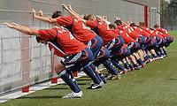FUSSBALL     1. BUNDESLIGA     SAISON 2009/2010     02.07.2009 Training beim FC Bayern Muenchen   Allgemein , Dehnuebung am Zaun, FCB