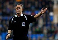 Photo: Daniel Hambury.<br />Reading v Brighton & Hove Albion. Coca Cola Championship. 10/12/2005.<br />Referee Paul Taylor.