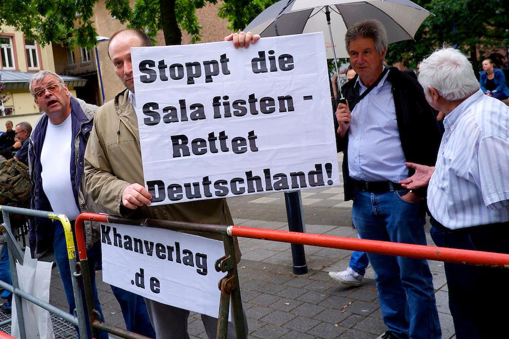 Offenbach | Germany | 28.06.2014: Der salafistische, slebsternannte Hassprediger Pierre Vogel (Abu Hamsa) spricht in Offenbach vor 200 Anh&auml;ngern unter dem Protest von mehreren Hundert B&uuml;rgern aus allen Bev&ouml;lkerungsgruppen, die Vogels Positionen ablehnen.<br /> <br /> hier: Gegendemosntranten bezeichnen Vogels Auslegung des Islam unter anderem als Rassismus<br /> <br /> <br /> Sascha Rheker<br /> 20130628<br /> NUTZUNG HONORARPFLICHTIG<br /> [Inhaltsveraendernde Manipulation des Fotos nur nach ausdruecklicher Genehmigung des Fotografen. Vereinbarungen ueber Abtretung von Persoenlichkeitsrechten/Model Release der abgebildeten Person/Personen liegt/liegen nicht vor.] [No Model Release | No Property Release]