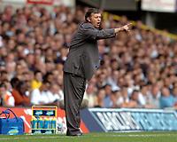 Fotball<br /> Premier League England 2004/2005<br /> Foto: SBI/Digitalsport<br /> NORWAY ONLY<br /> <br /> Tottenham Hotspur v Liverpool FA Barclays Premiership.<br /> <br /> Jacques Santini directs the Spurs team.