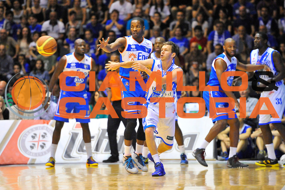 DESCRIZIONE : Campionato 2013/14 Quarti di Finale GARA 2 Dinamo Banco di Sardegna Sassari - Enel Brindisi<br /> GIOCATORE : Travis Diener<br /> CATEGORIA : Passaggio Controcampo<br /> SQUADRA : Dinamo Banco di Sardegna Sassari<br /> EVENTO : LegaBasket Serie A Beko Playoff 2013/2014<br /> GARA : Dinamo Banco di Sardegna Sassari - Enel Brindisi<br /> DATA : 21/05/2014<br /> SPORT : Pallacanestro <br /> AUTORE : Agenzia Ciamillo-Castoria / Luigi Canu<br /> Galleria : LegaBasket Serie A Beko Playoff 2013/2014<br /> Fotonotizia : DESCRIZIONE : Campionato 2013/14 Quarti di Finale GARA 2 Dinamo Banco di Sardegna Sassari - Enel Brindisi<br /> Predefinita :
