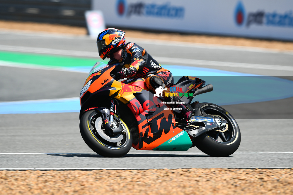 BURIRAM, THAILAND - OCTOBER 06: Bradley Smith (38) of England and Red Bull KTM Factory Racing in Turn 12 during FP3 at the MotoGP PTT Thailand Grand Prix 2018, Chang International Circuit, Buriram, Thailand on October 06, 2018. <br /> .<br /> .<br /> .<br /> (Photo by: Naratip Golf Srisupab/SEALs Sports Images)<br /> .<br /> Any image use must include a mandatory credit line adjacent to the content which should read: Naratip Golf Srisupab/SEALs Sports Images