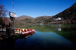Monticchio Laghi (PZ) 12.03.2011 - Il degrado dei laghi di Monticchio (PZ). Il lago piccolo con l'Abbazia di San Michele rilessa nell'acqua e sullo sfondo il Monte Vulture.
