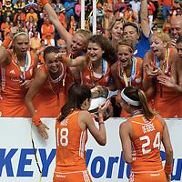 DEN HAAG - Rabobank Hockey World Cup<br /> 38 Final: Netherlands - Australia<br /> Netherlands world champion.<br /> Foto: Naomi van As filled the cup with Champagne.<br /> COPYRIGHT FRANK UIJLENBROEK FFU PRESS AGENCY