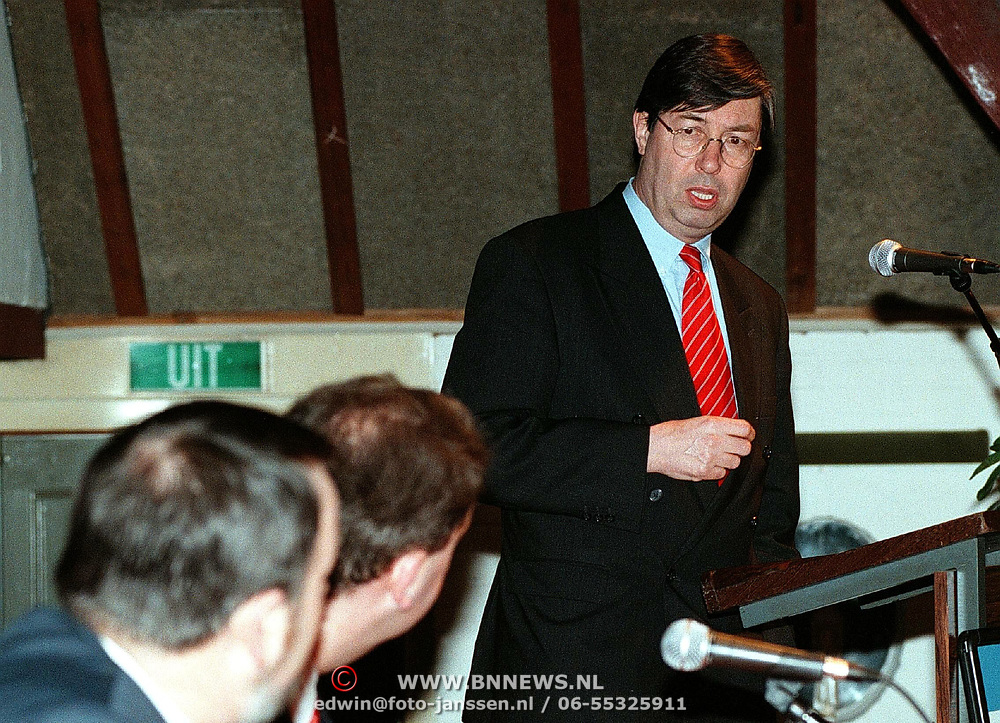 10.02.98 HUIZEN THE NETHERLANDS  Dutch government member Henk de Groot member of the VVD 2 kamerlid is giving a lecture for the elections 1998. (C) Edwin Janssen / www.illustrious.com<br /> famous, celebrity, holland, horizontal, politics, labour, microphone, second, <br /> <br /> EDITORS NOTE : NOT FOR USE IN PRIVE, STORY AND PARTY.