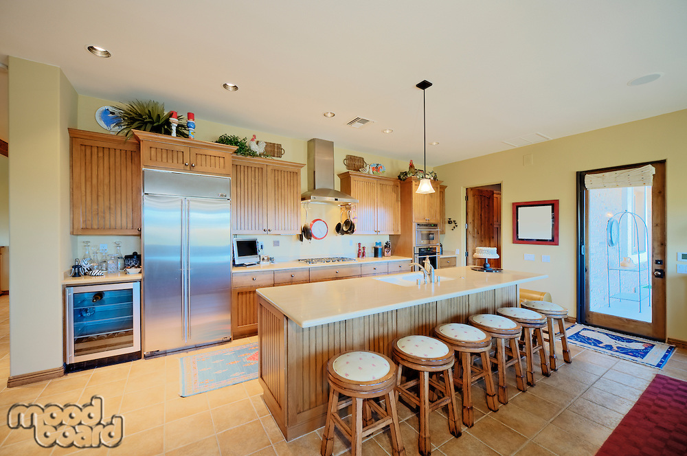 Traditional kitchen with breakfast bar